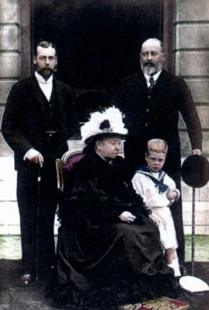 Четыре поколения королевской семьи: принц Георг, герцог Йоркский; Виктория, королева Великобритании; Альберт Эдуард, принц Уэльский, и Эдвард, принц Йоркский (на переднем плане). 1898 г.