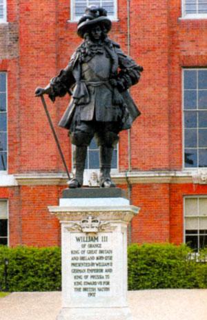 Памятник Вильгельму III в Кенсингтонском дворце