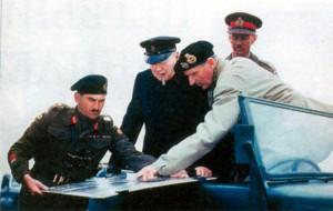 Уинстон Черчилль и фельдмаршал Монтгомери. 22 июля 1944 г.