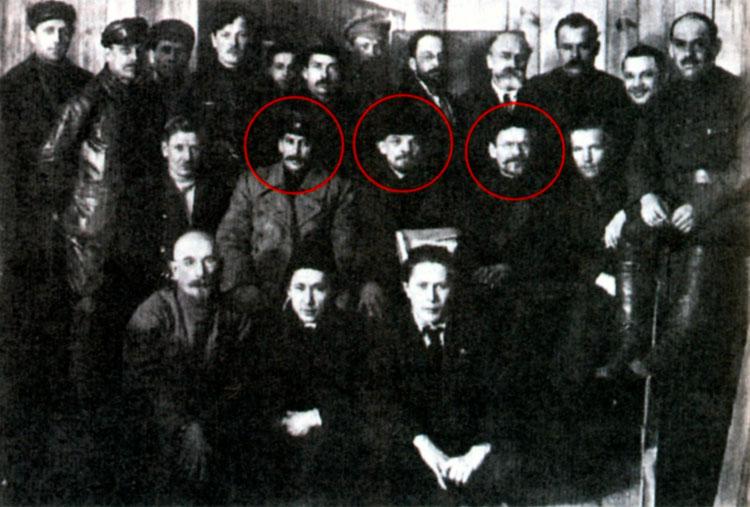 Групповое фото. Сталин, Ленин, Калинин среди делегатов VIII съезда РКП(б). Март 1919 г.