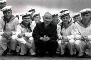 Хо Ши Мин с матросами ГДР в Штральзунде. 1957 г.