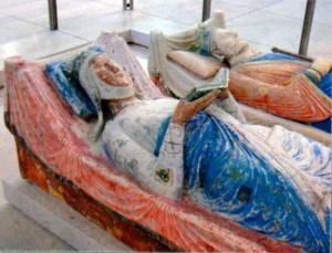 Надгробия Элеоноры Аквитанской и Генриха II Плантагенета в аббатстве Фонтевро (Франция)
