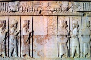 Персидские воины. Рельеф дворца в Персеполе