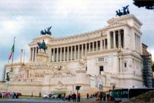 Памятник Виктору Эммануилу II на площади Венеции около Капитолийского холма в Риме. 1911 г.