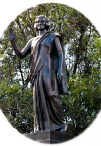 Памятник Индире Ганди на одноименной площади в Москве